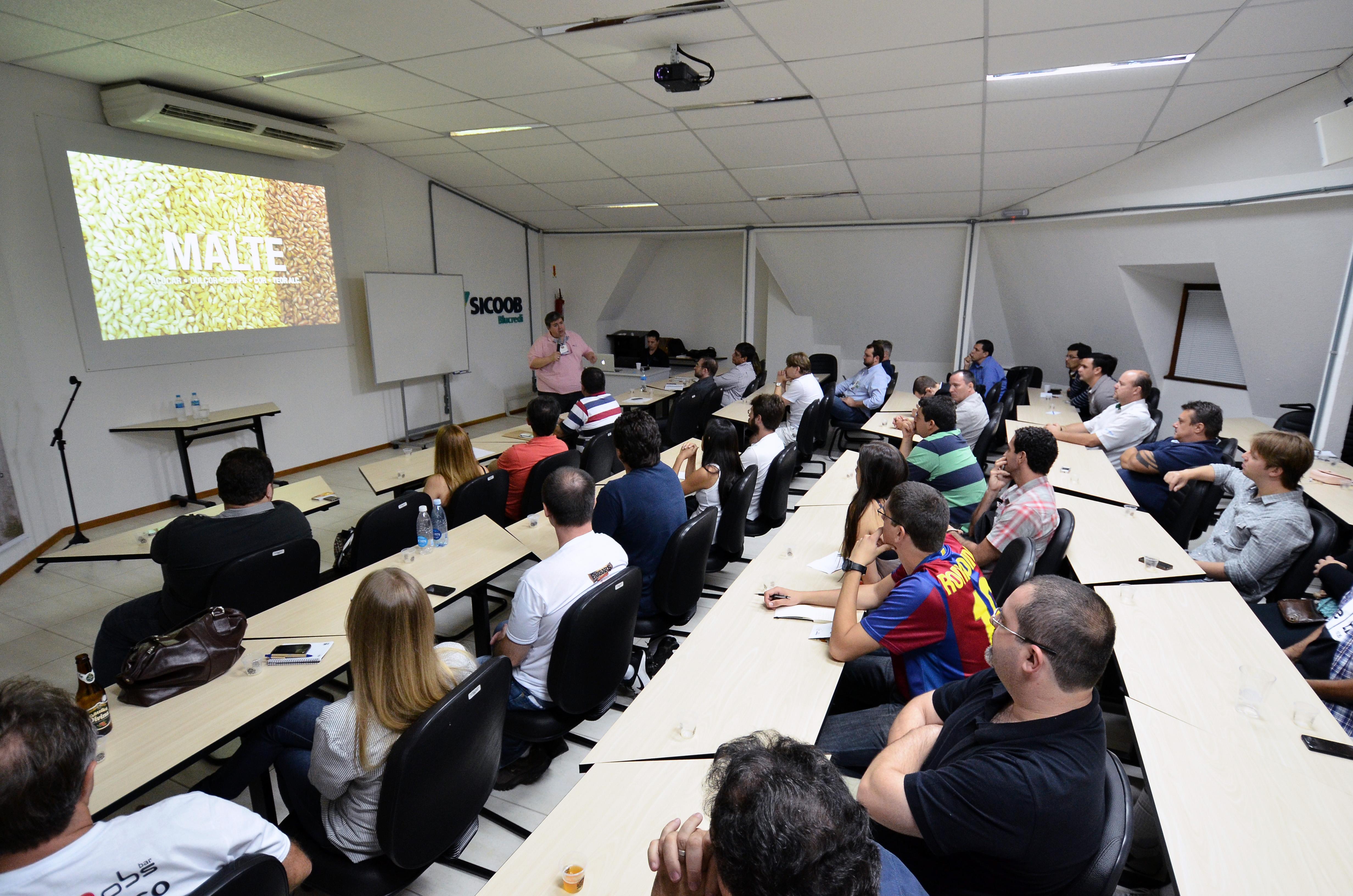 Sete palestras e dois debates ocorrem durante o Festival Brasileiro da Cerveja em Blumenau