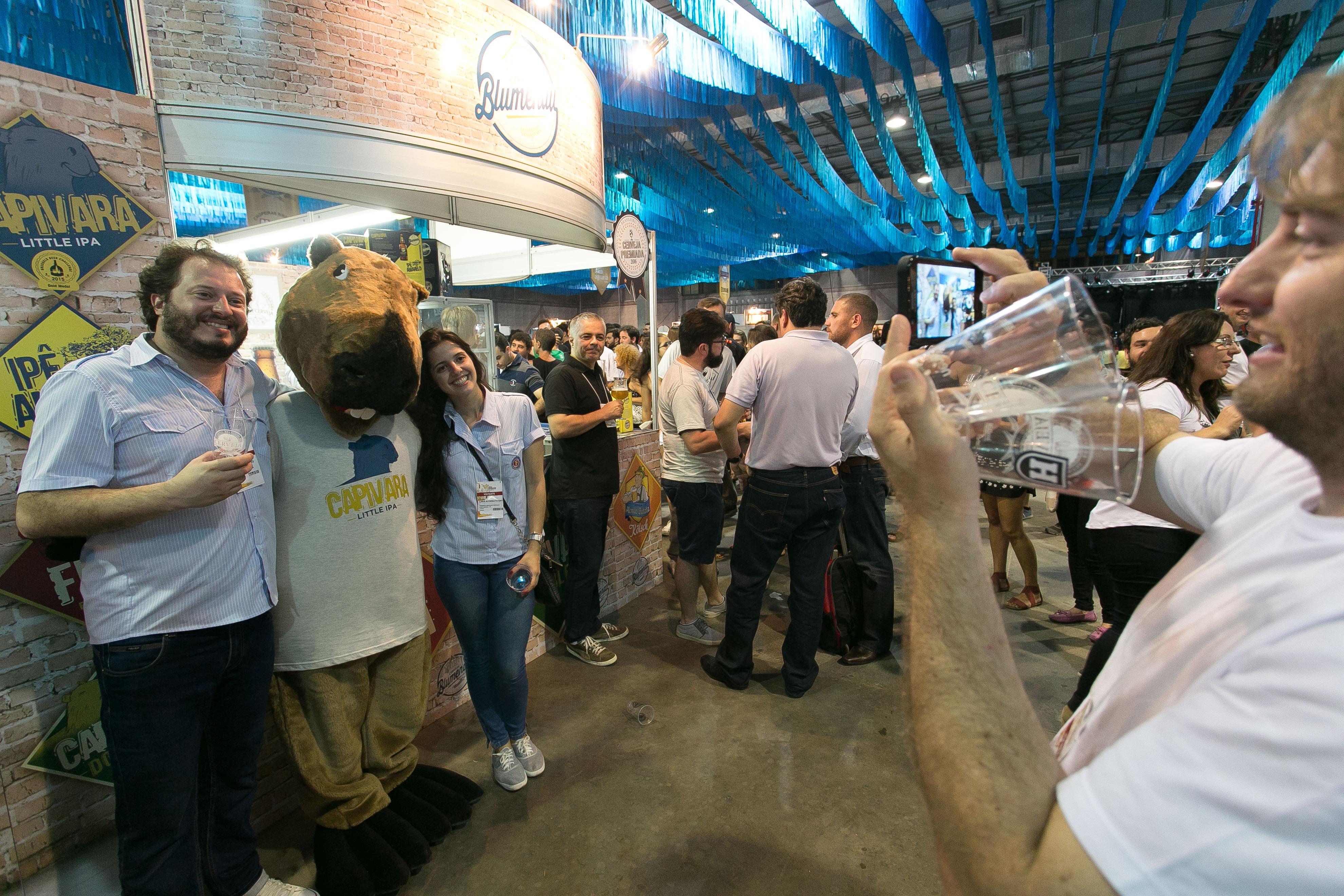 Vendas no primeiro dia de Festival Brasileiro da Cerveja surpreendem cervejaria e restaurante