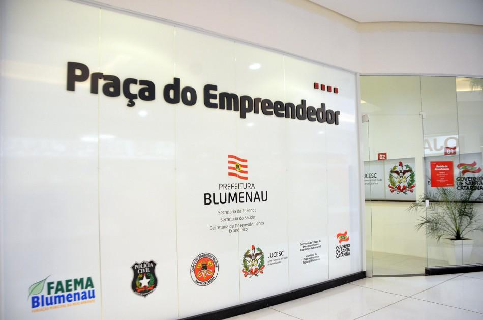 Praça do Empreendedor passa a contar com atendimento do Sebrae