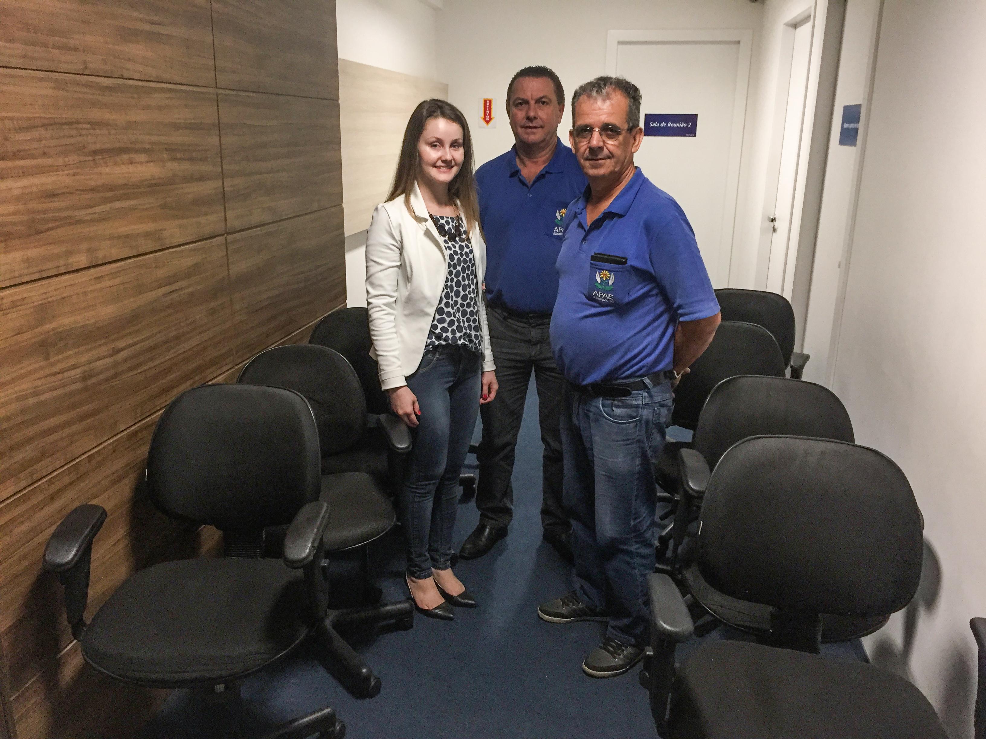 Apae e Casa de Apoio recebem doação de cadeiras da Teclógica