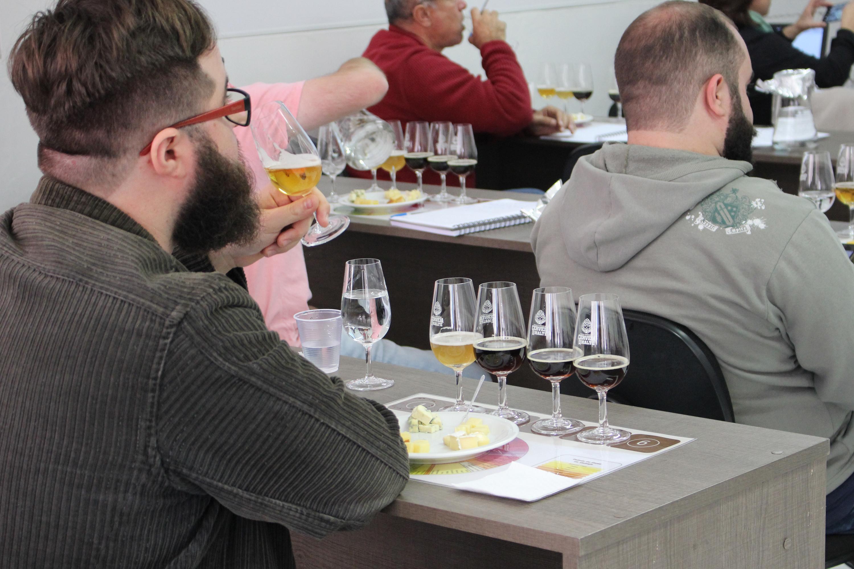Controle de qualidade é tema de palestra gratuita na Escola Superior de Cerveja e Malte