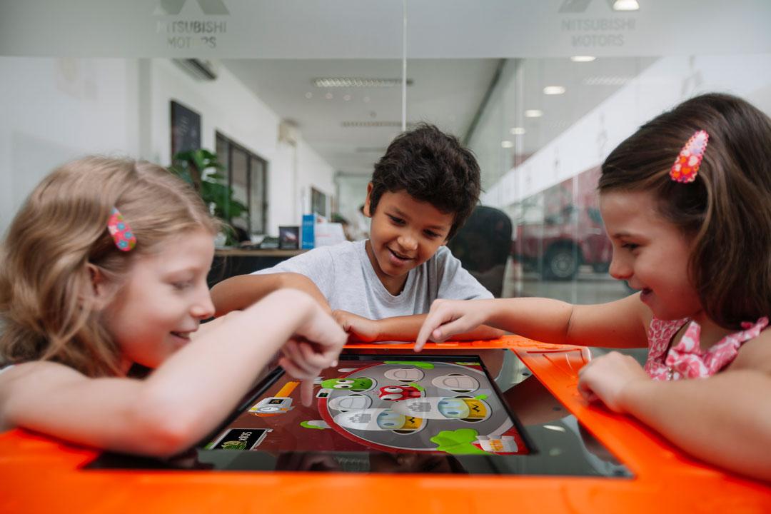 Playmove apresenta mesa digital com plataforma de games educativos na Fispal