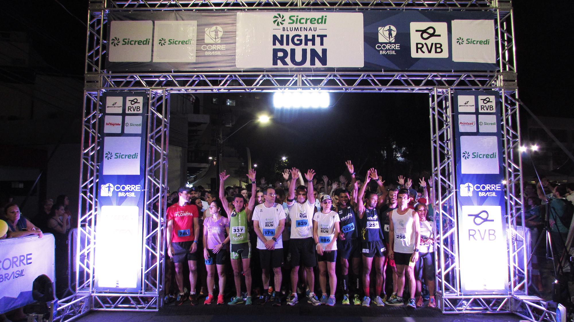 Blumenau Night Run reuniu 1,2 mil atletas no último sábado (16)