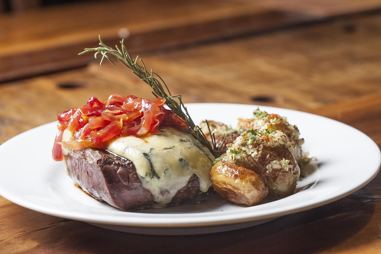 Filé ao molho gorgonzola e hambúrguer feito com a melhor carne do mundo são opções em Blumenau a partir de fevereiro