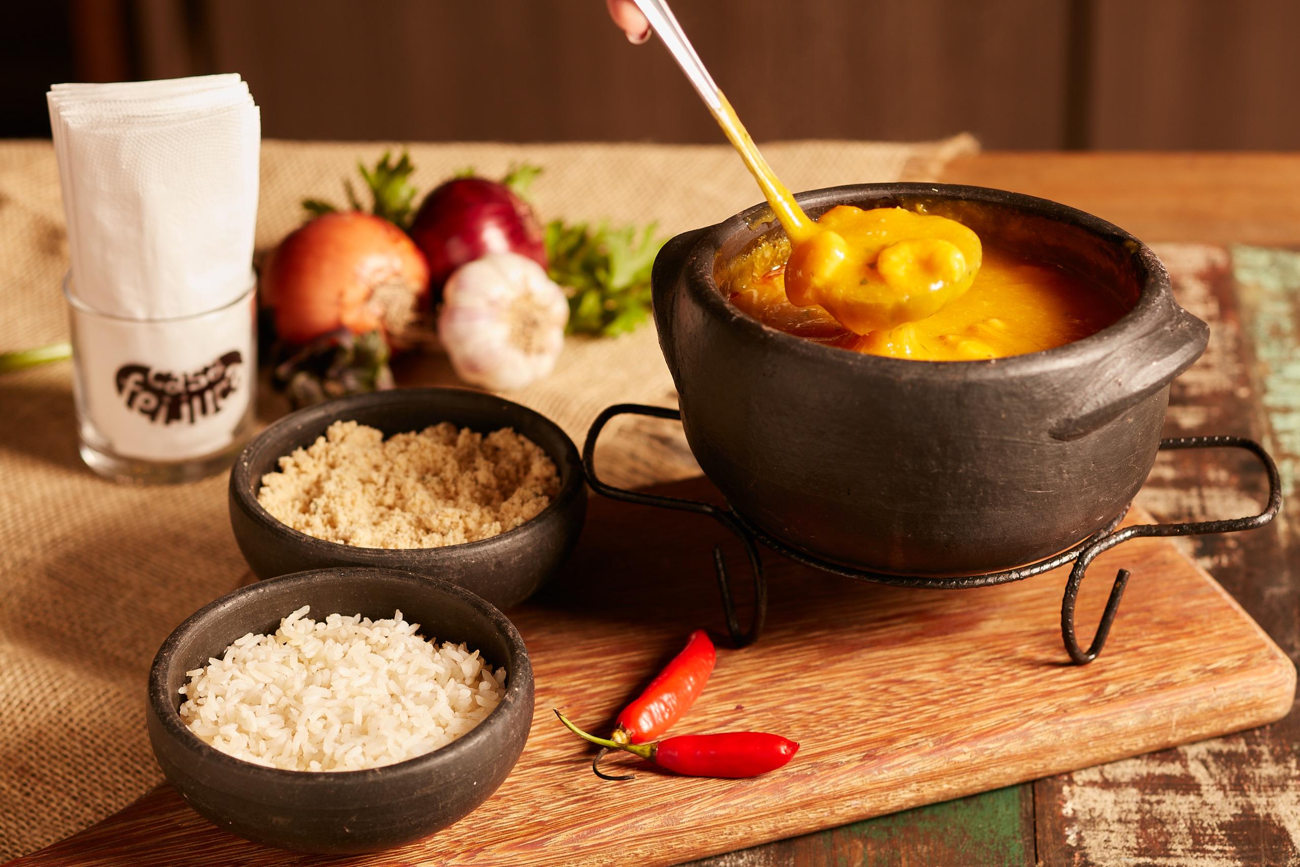 Bobó de camarão, moqueca e outros pratos tradicionais da gastronomia brasileira são destaques de novo restaurante em Blumenau (SC)