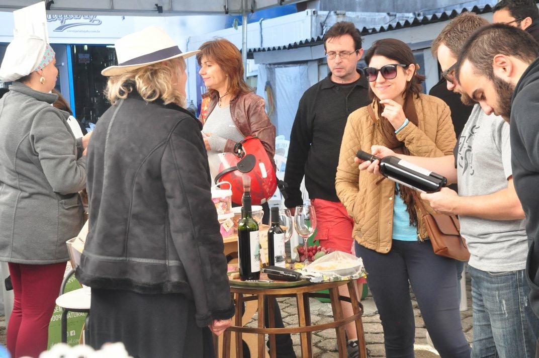 Mais de 20 produtores locais estão confirmados na Feirinha Itajahy deste sábado (14)