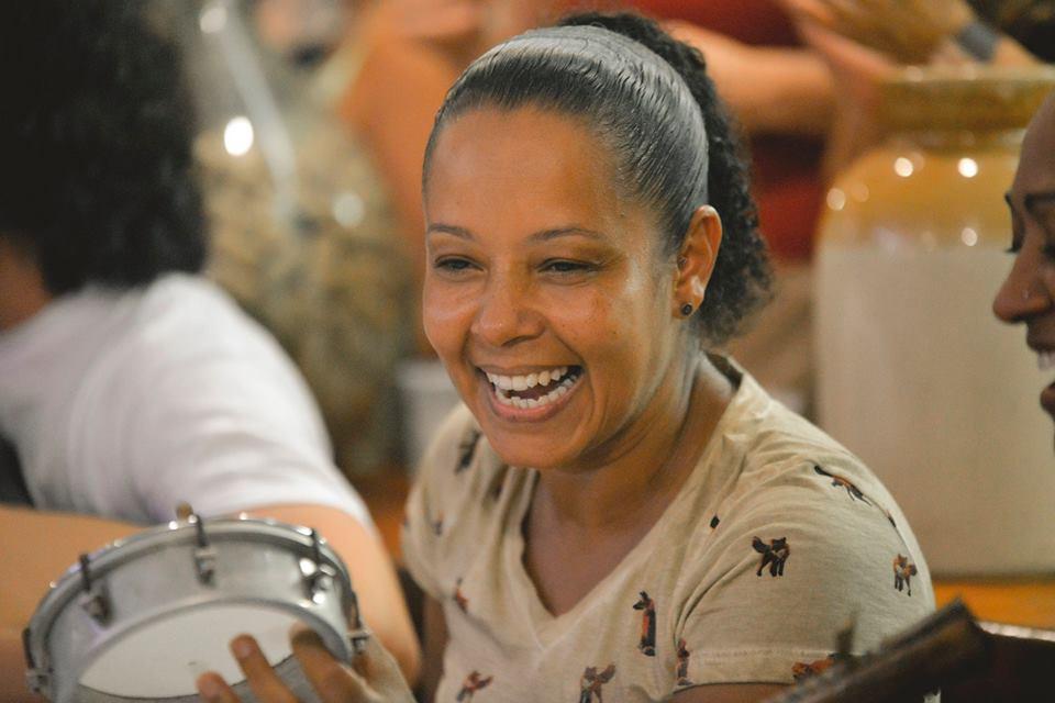 Sambista Jandira de Souza se apresenta em Blumenau (SC) neste sábado (15)