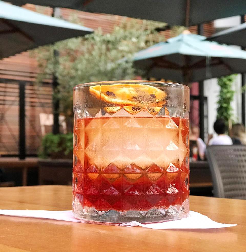 Clássicos, autorais e releituras: restaurante de Blumenau (SC) lança nova carta de drinks